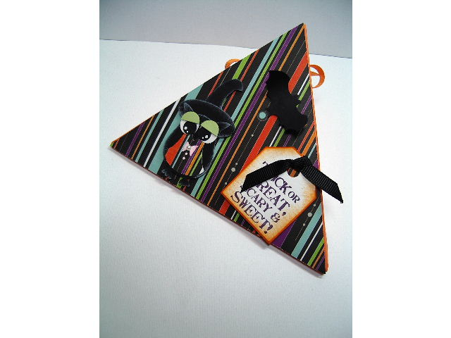 Halloween triangle box with Owl